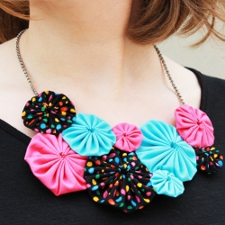 diy yo-yo flower necklace | craftgawker
