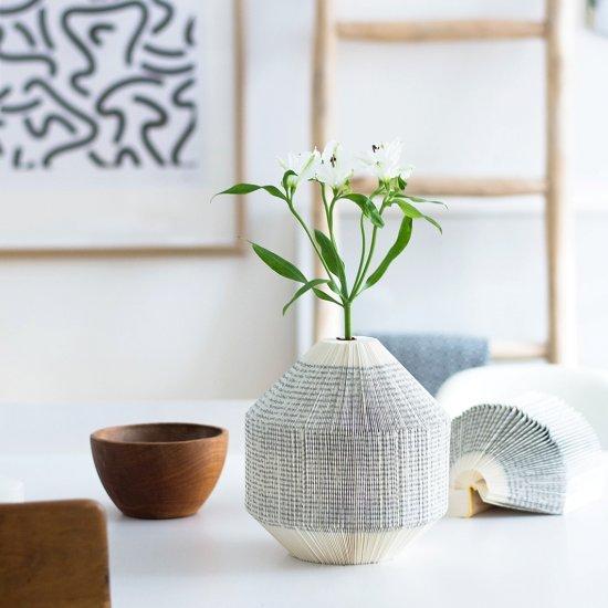 Foldet Book Vase