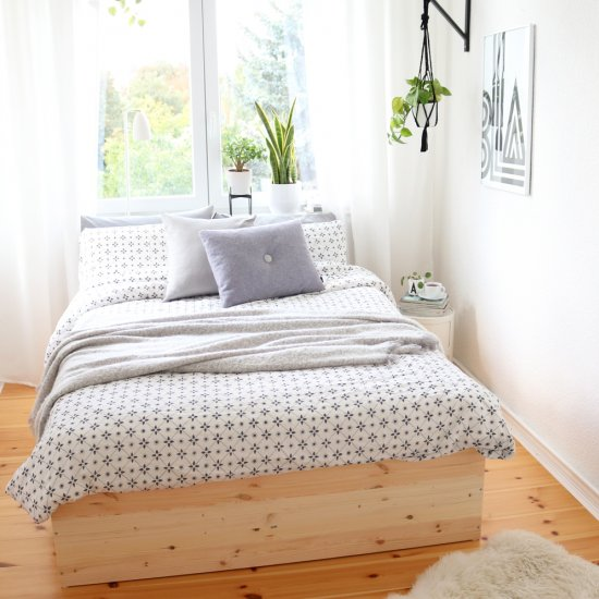 Beautiful  DIY Wooden Bed Frame