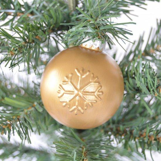 Diy Embossed Christmas Ornaments Craftgawker