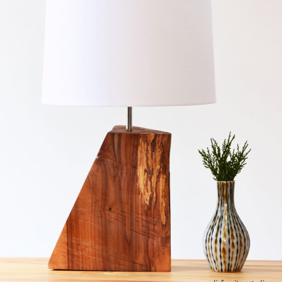 Diy rustic natural wood table lamp craft gawker bloglovin for Crafting wooden lamps