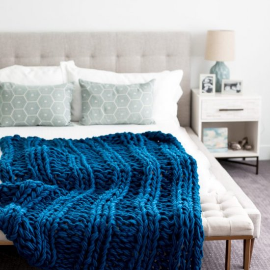 Chunky Arm Knit Ribbed Blanket