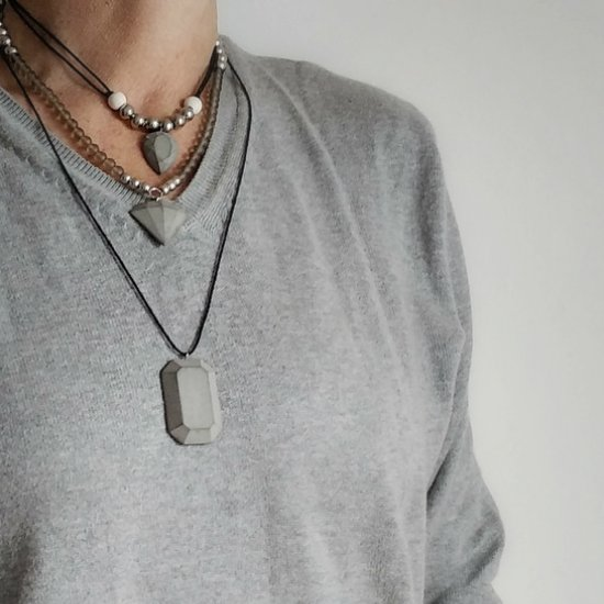 How to make cement jewels