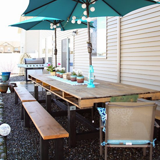 DIY Pallet Outdoor Dining Table
