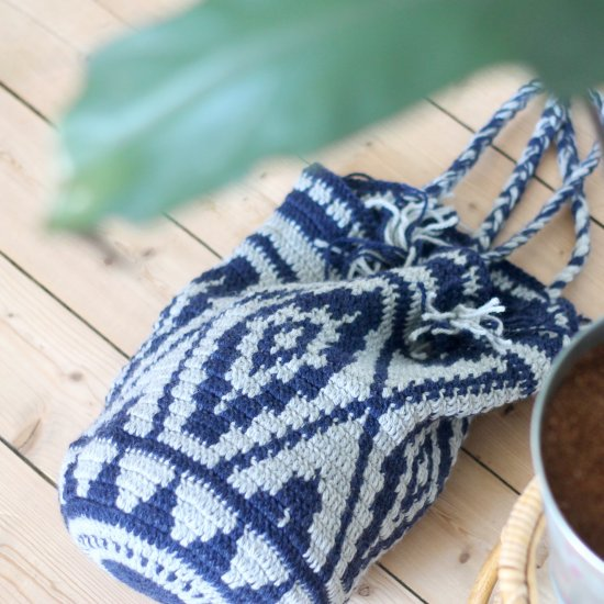 Crocheted bag with graphic pattern