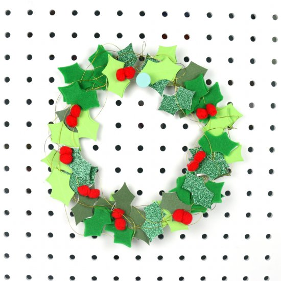 DIY Wire Christmas Wreath Tutorial